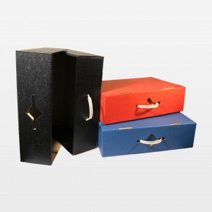 Koffer mit Kunststoffgriff